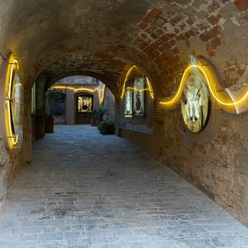 Chiassi a fil di luce: installazioni luminose di Cardella, Precisi e Serasini