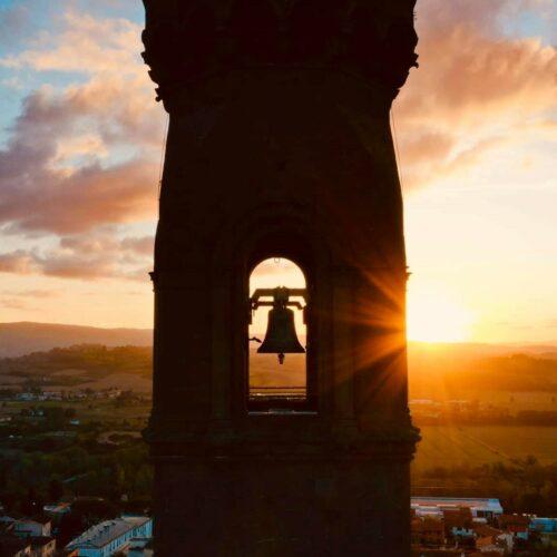 Peccioli_campanile_drone_4